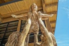 Скульптура летания мальчика Стоковое фото RF