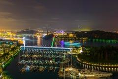 新加坡小游艇船坞在晚上 库存图片