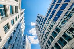 Σύγχρονο επιχειρησιακό αρχιτεκτονικό υπόβαθρο Στοκ φωτογραφία με δικαίωμα ελεύθερης χρήσης
