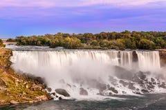 在美国站点秋天的尼亚加拉瀑布视图 库存图片