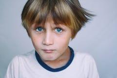 Европейский школьный возраст мальчик Стоковые Изображения RF