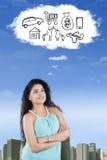 印地安妇女想象她的梦想 免版税图库摄影