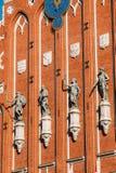 在鸥议院的门面的雕塑在里加,拉脱维亚 库存图片
