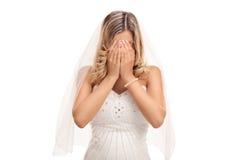 年轻新娘哭泣 库存照片
