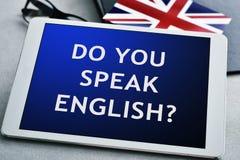 问题您是否讲英语?在片剂计算机 库存照片