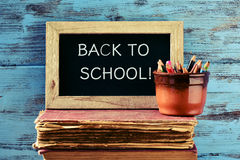 回到学校的文本黑板的 免版税图库摄影