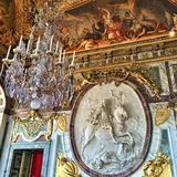 路易十四国王石头雕塑 免版税库存照片