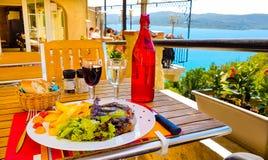 Μεσημεριανό γεύμα στο εστιατόριο Στοκ εικόνες με δικαίωμα ελεύθερης χρήσης