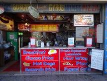 木板走道食物在大洋城 库存图片