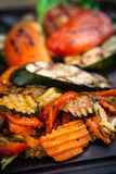 烤菜,烘烤在煤炭烤箱 免版税库存图片