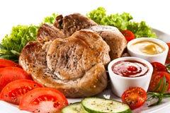 烤牛排和菜 免版税库存照片