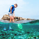 Рыбная ловля мальчика в море Стоковые Фотографии RF