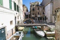 威尼斯式平底船的船夫 免版税库存图片