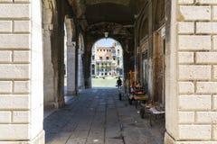 由拱廊的大运河 免版税库存照片