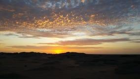 Заход солнца над пустыней Намибии Стоковое Изображение RF