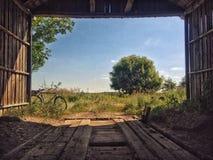 Амбар в деревне Стоковые Фотографии RF