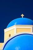 蓝色教会圆顶希腊 免版税图库摄影