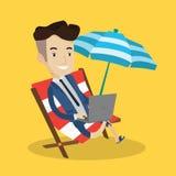 Бизнесмен работая с компьтер-книжкой на пляже Стоковое Изображение RF