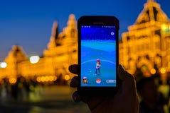 在智能手机的现代被增添的现实比赛 库存图片
