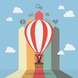Бизнес-леди на горячем воздушном шаре с диаграммой в виде вертикальных полос стрелки Стоковые Изображения