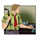 Человек с инструментом для того чтобы заменить колеса автомобиля Стоковые Фотографии RF