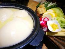 鸡胶原汤料热的罐 免版税库存照片