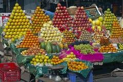五颜六色的显示果子 免版税图库摄影