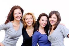 όμορφες τέσσερις ευτυχείς προκλητικές νεολαίες γυναικών Στοκ Εικόνες