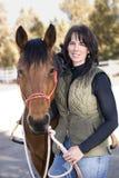 可爱的骑马者她的马 免版税库存图片