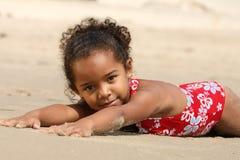 ребенок пляжа счастливый Стоковое Изображение