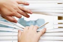 отделенное окно рук шторок Стоковые Фотографии RF