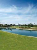 路线高尔夫球湖 免版税库存照片