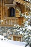 瑞士山中的牧人小屋详细资料 库存图片