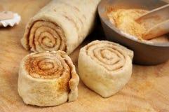 原始小圆面包的桂香 库存图片