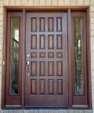 деревянное двери переднее Стоковое Фото