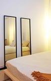 卧室镜子 图库摄影