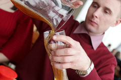 啤酒倾吐 免版税库存图片