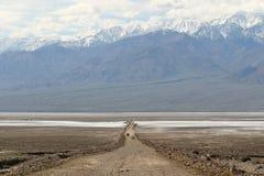 горы пустыни смерти к долине Стоковые Фотографии RF