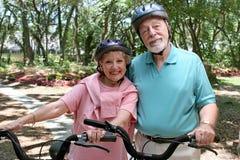 骑自行车的人安全的前辈 库存图片
