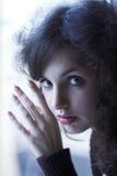 迷人的女孩纵向年轻人 免版税库存照片