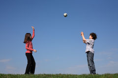 παιχνίδι παιδιών σφαιρών Στοκ Φωτογραφία