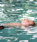 婴儿课程游泳 免版税图库摄影