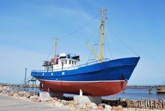 钓鱼小的船 免版税库存照片