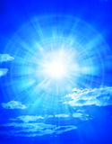 μπλε ήλιος ουρανού σύννεφων Στοκ φωτογραφίες με δικαίωμα ελεύθερης χρήσης