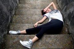 шаги девушки азиата вниз упаденные Стоковые Изображения RF