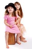 坐手提箱的孩子 免版税图库摄影