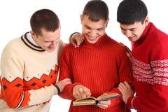 τα άτομα βιβλίων που διαβά& Στοκ Φωτογραφίες
