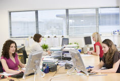 办公室妇女工作 免版税库存照片