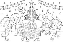 在儿童圣诞节舞蹈结构树附近 图库摄影