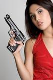ασιατική γυναίκα πυροβόλων όπλων Στοκ Φωτογραφία